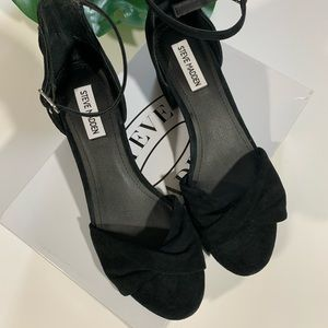 NWB Steve Madden Open Toe Suede Black Sandals